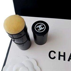 CHANEL Les Beiges Pinceau Kabuki Retractable N°108
